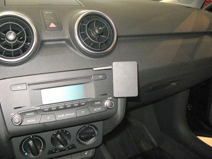 Audi_A1__modella_52001cde805a1.jpg